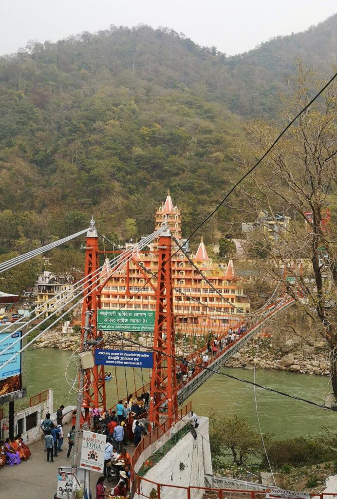 Le pont Lakshman Jhula à Rishikesh